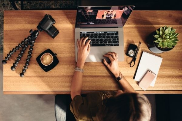 computer and camera on the table to use video marketing techniques