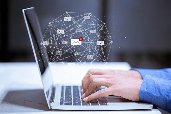 empresario desarrollando estrategias de automatización de email marketing
