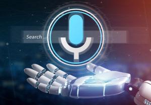 robot proporcionando la voice search
